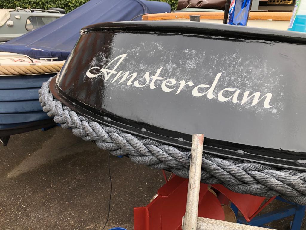 bootnaam op boot schilderen