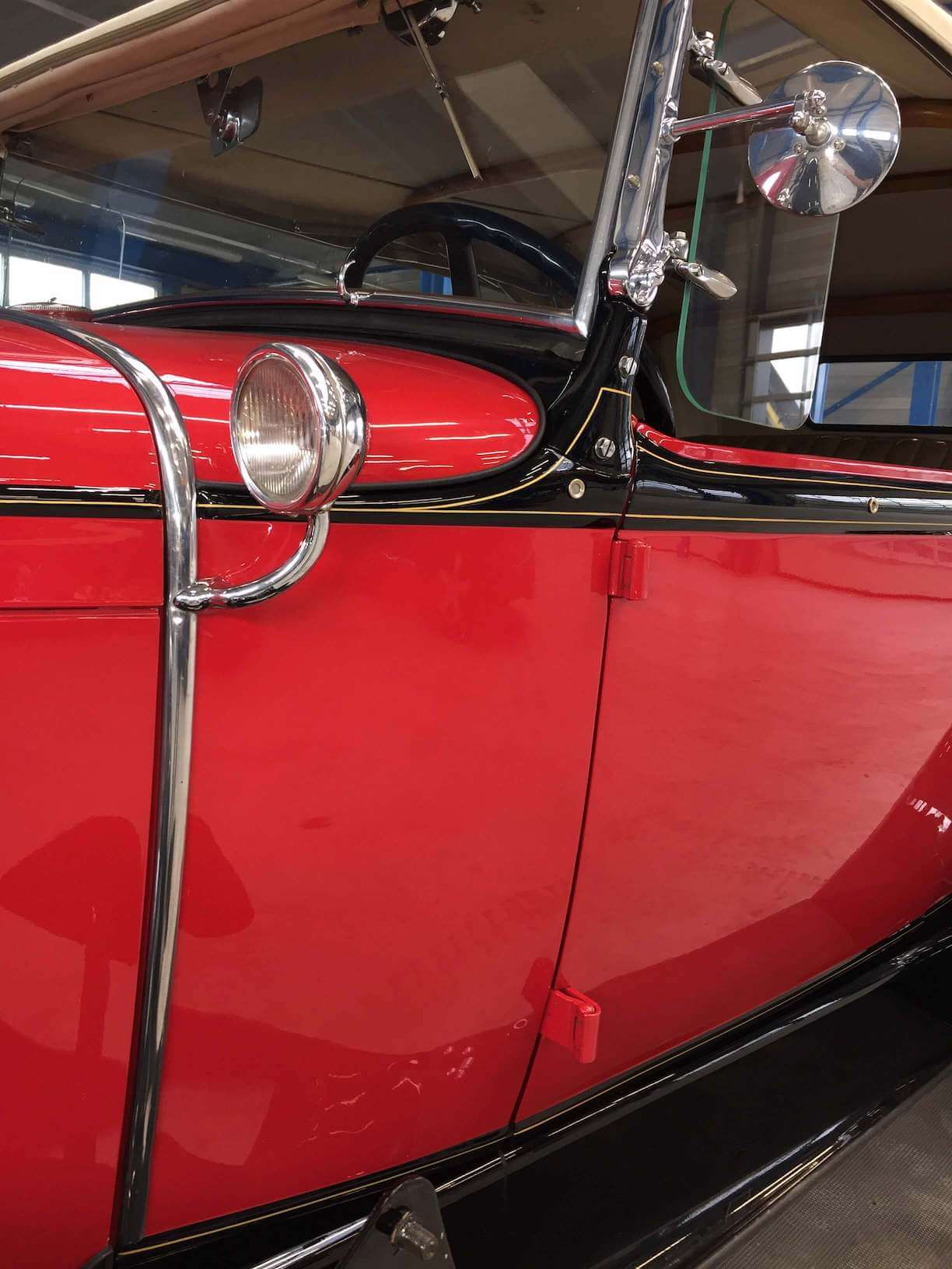 pinstriping Ford model A oldtimer